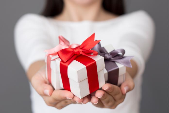 Mau Beri Hadiah di Akhir Tahun? Coba Ikuti Tips Berikut Ini