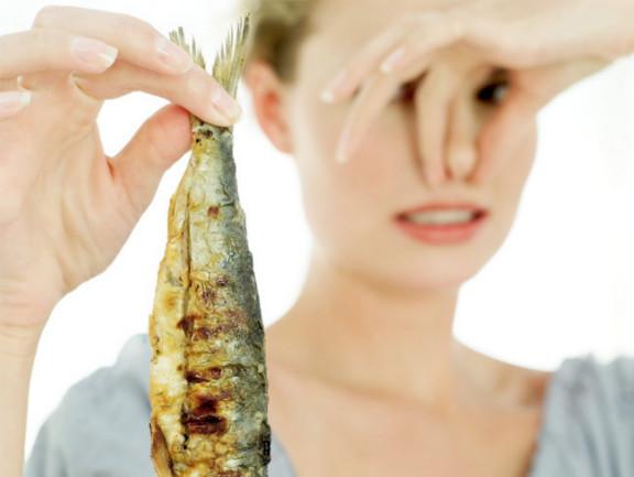 Ini Cara Ampuh Menghilangkan Bau Amis Ikan di Rumah